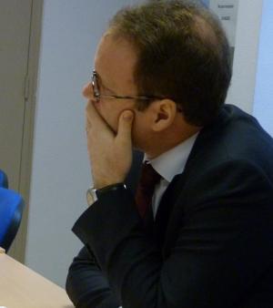 Le député Sylvain Maillard attentif et à l'écoute, lors de la table ronde apprentissage au CFA Delépine.