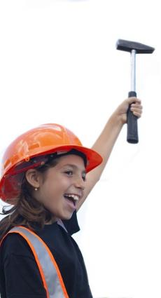 Jeune ouvrière sur chantier pour le recrutement d'apprentis mineurs